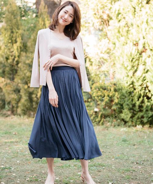 紺スカート ピンクベージュプルオーバー コーデ