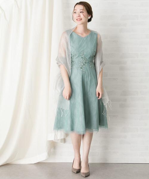 ミントカラーのフラワーモチーフレースドレス