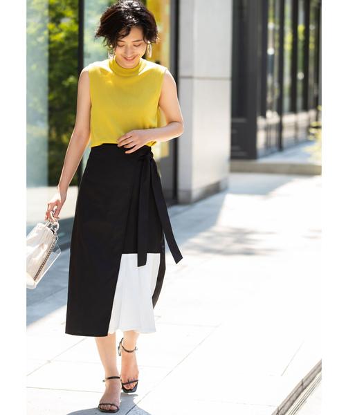 黄色ニット×モノトーンフレアスカート