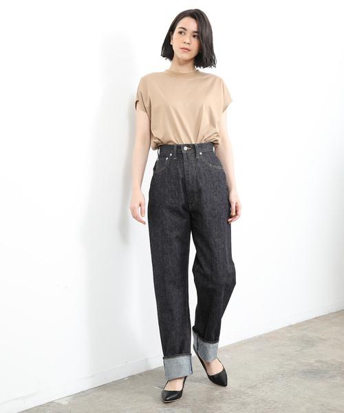シンプルTシャツ×デニムパンツ