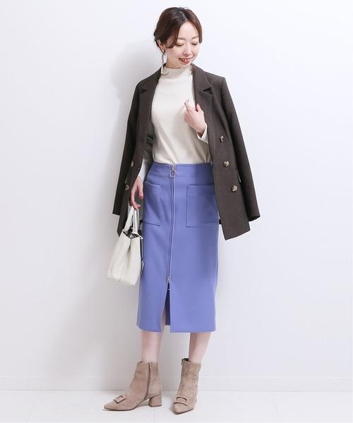 青タイトスカート×ブラウンジャケット