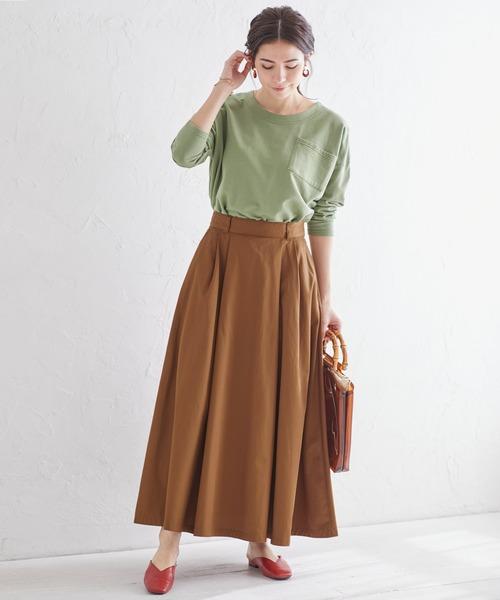 グリーンTシャツ×ロングスカート