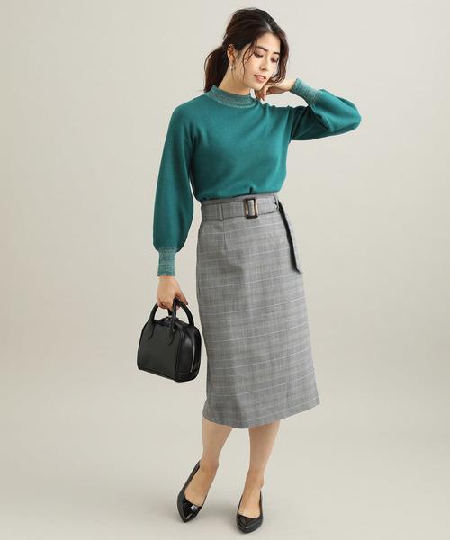 かっちりスカートとの組み合わせで品のあるカラーコーデ