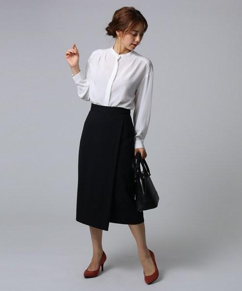 バンドカラーシャツ×黒タイトスカートコーデ