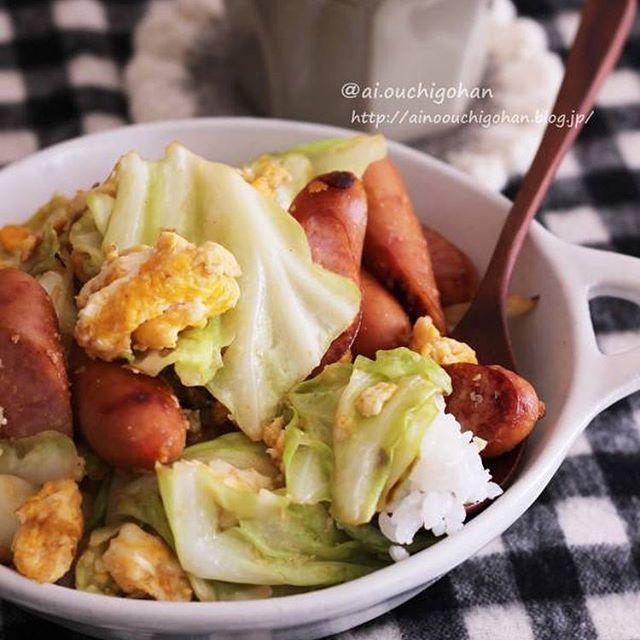 洋食に人気!ウインナーと卵のキャベツの炒め