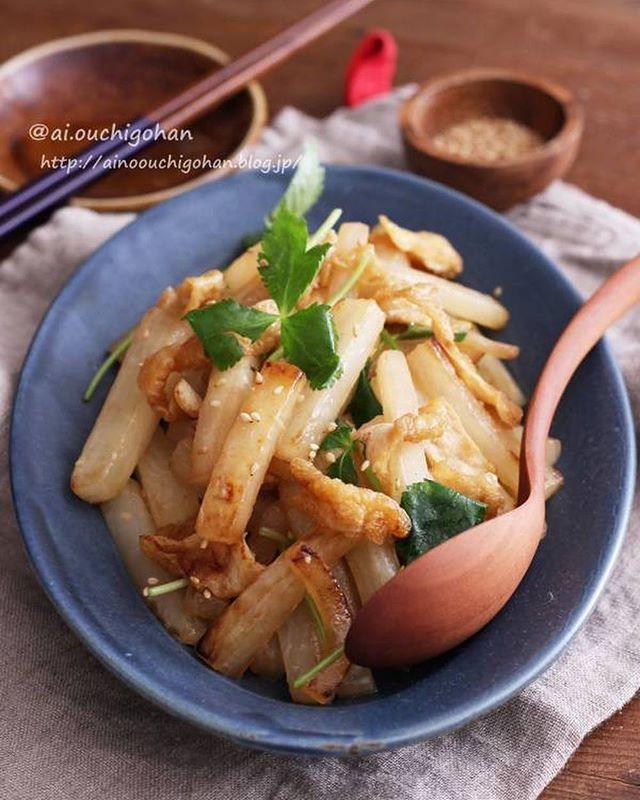 簡単な副菜に!焼き大根と油揚げの中華炒め