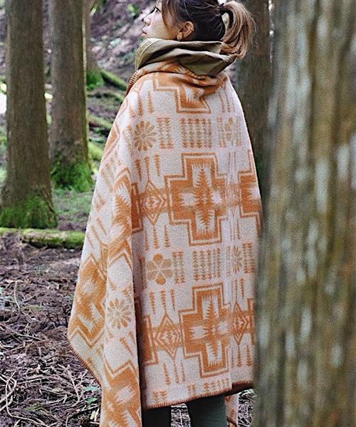 外でも暖かい羽織れるウールブランケット