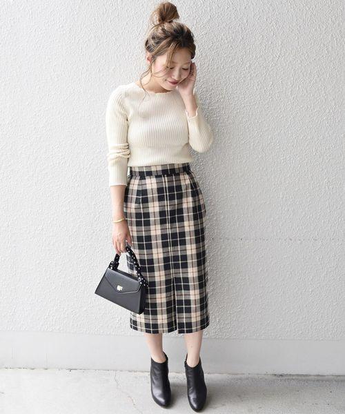 メロウネックニット×スリットタイトスカート