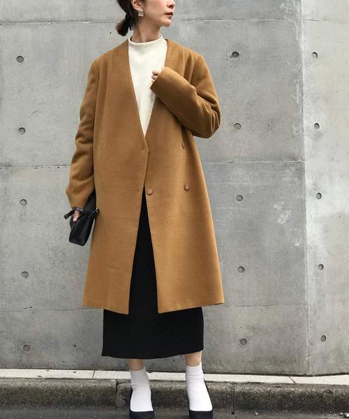 ノーカラーコート×黒ロングスカート