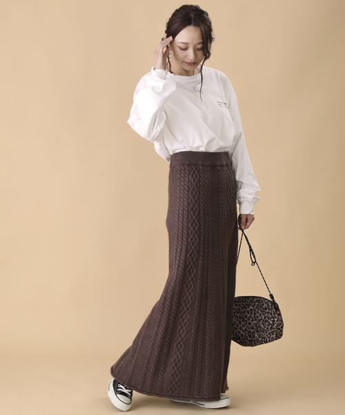 ケーブル柄のニットタイトスカート