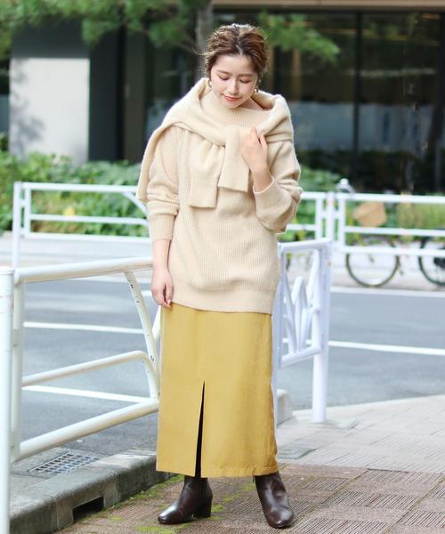 黄色タイトスカート×アイボリーニット