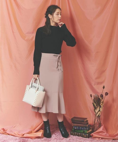ベージュレースアップスカートの秋コーデ