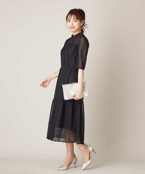 1枚でサマになる黒ワンピースの服装