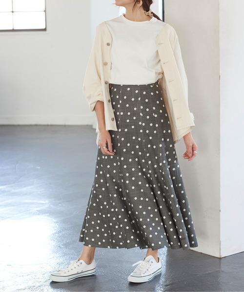 ホワイトTシャツ×ドット柄ロングスカート