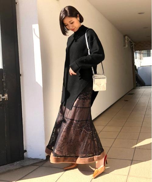 ロングスリットニット×黒スカート