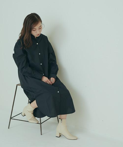 タイプライターシャツワンピース×白ブーツ