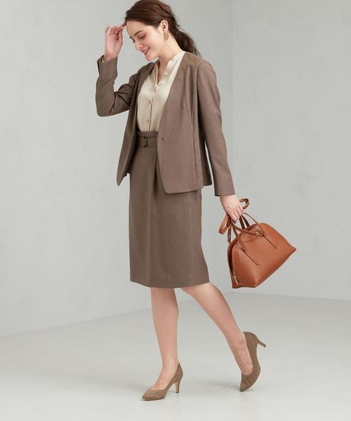 ノーカラージャケット×タックタイトスカート