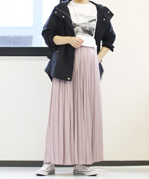 紫スカート×マウンテンパーカーの秋コーデ