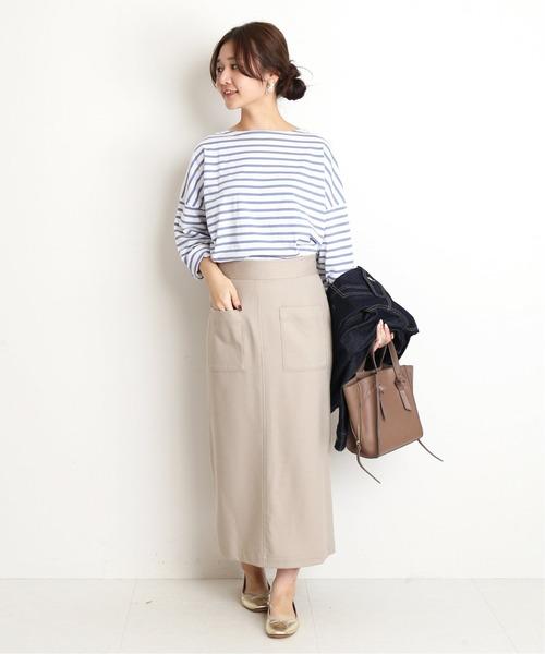 ベージュスカート×ボーダーTシャツの秋コーデ