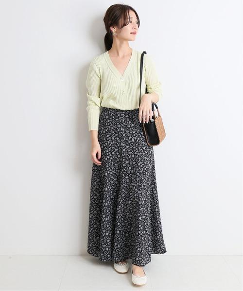 パステルグリーンカーディガン×花柄スカート