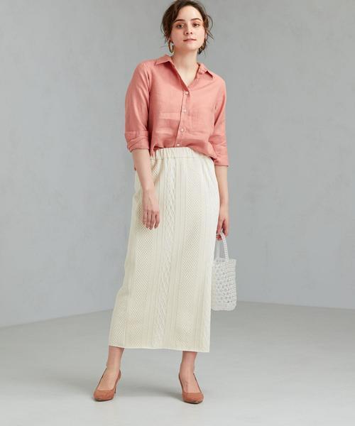 シンプルシャツ×ジャカード柄編みスカート