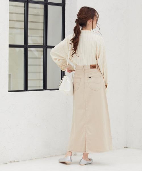 ストライプシャツ×白デニムロングスカート