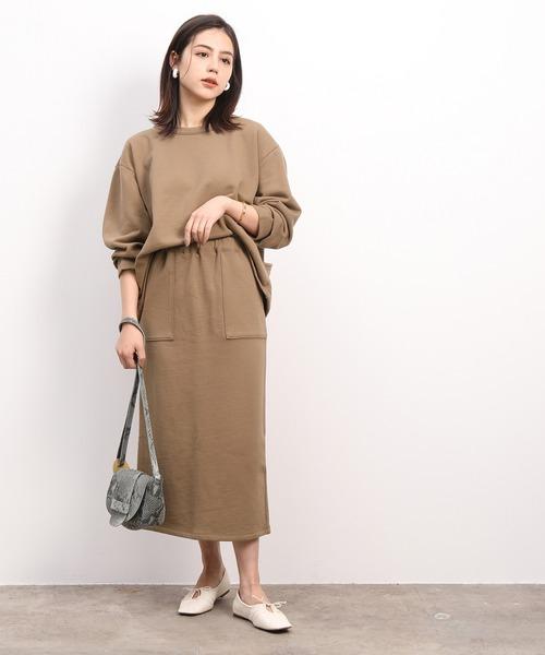 茶色スウェットスカート×プルオーバーコーデ