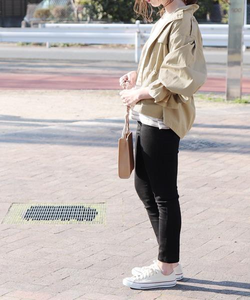 大人女性の秋の旅行コーデ《パンツ》