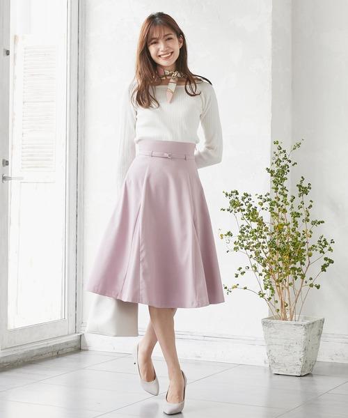ピンクのハイウエストベルトフレアスカート