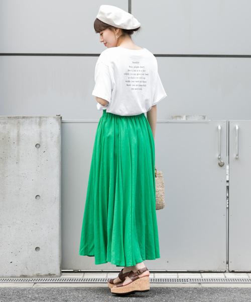 バックプリントのトレンド白Tシャツ