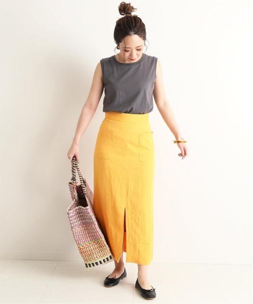 ノースリトップス×オレンジタイトスカート