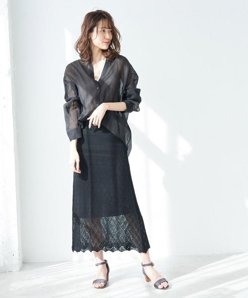 黒シアーシャツ×ニットロングスカート