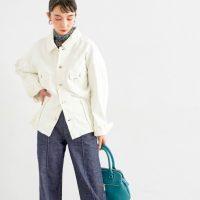 白デニムジャケットのレディースコーデ【2020最新】大人カジュアルな着こなし