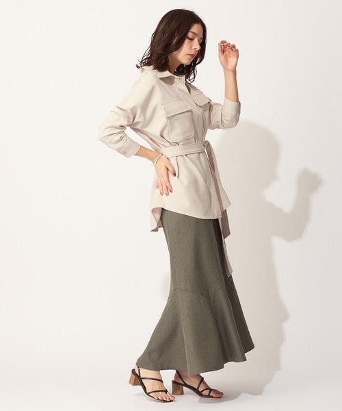 ベージュシャツ×マーメイドカーキスカート