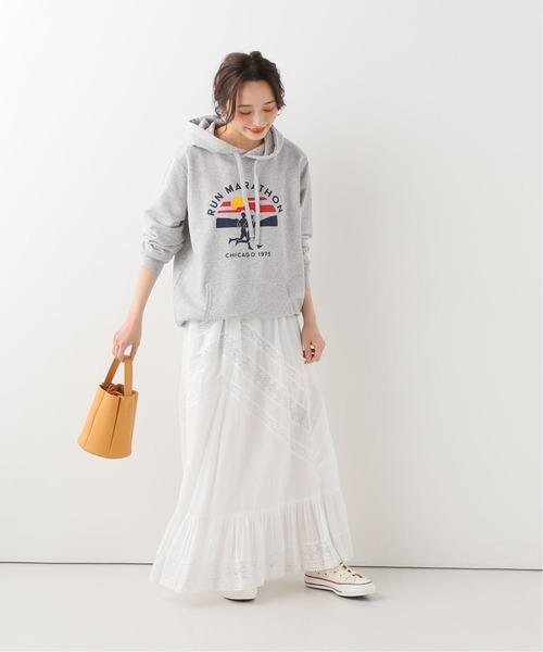 白レースマキシスカート×フードパーカーコーデ