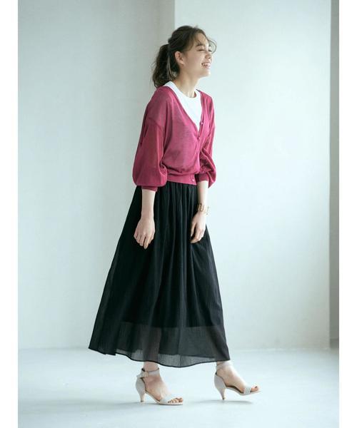 ピンクカーデ×綿楊柳黒ロングスカート
