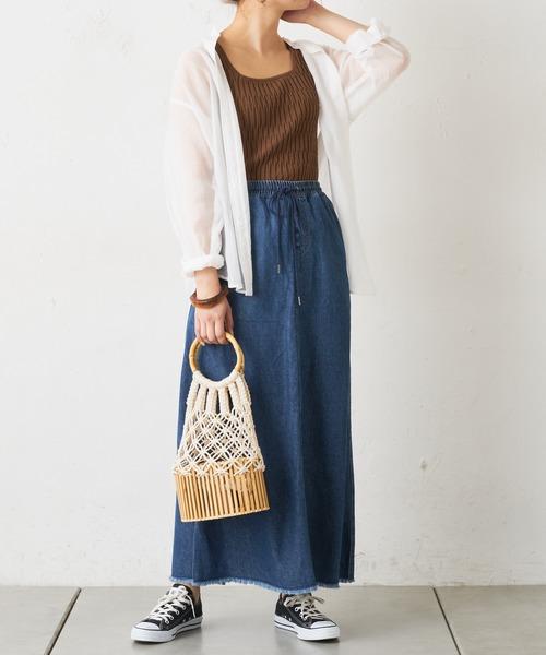 シアーシャツ×デニムストレートスカート