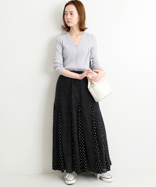 Vネックカーディガン×ファッションスカート