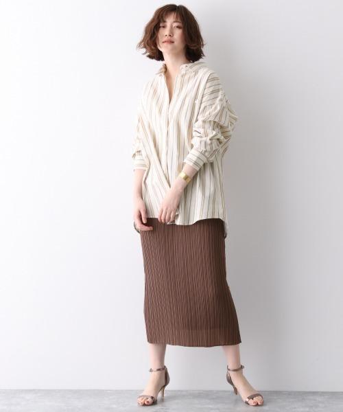 ストライプシャツ×プリーツスカート