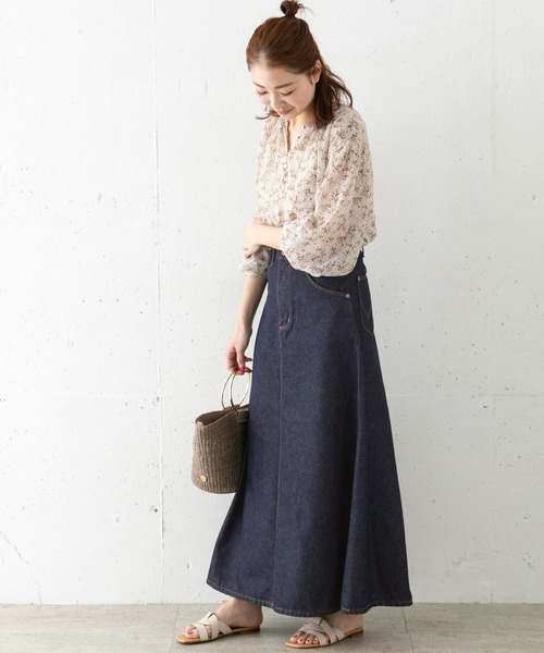 花柄ブラウス×デニムフレアスカート