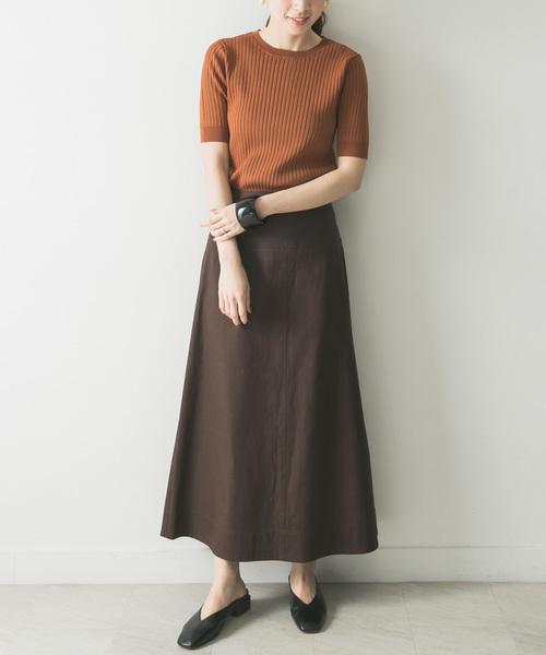 コンパクトリブニット×ブラウンスカート