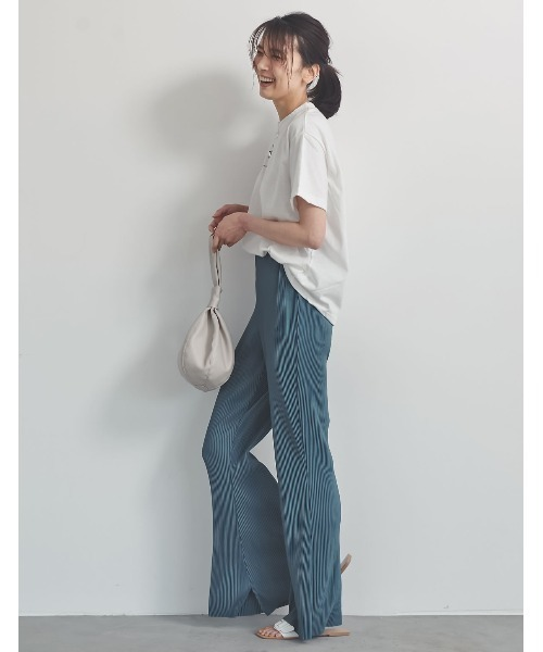 白Tシャツの大人女性コーデ6