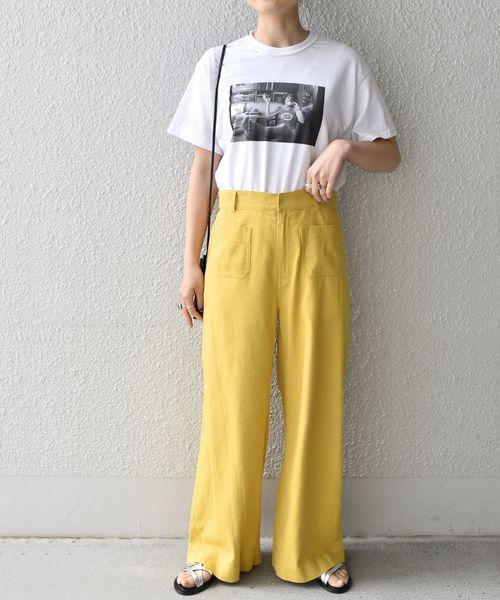 白Tシャツの大人女性コーデ3
