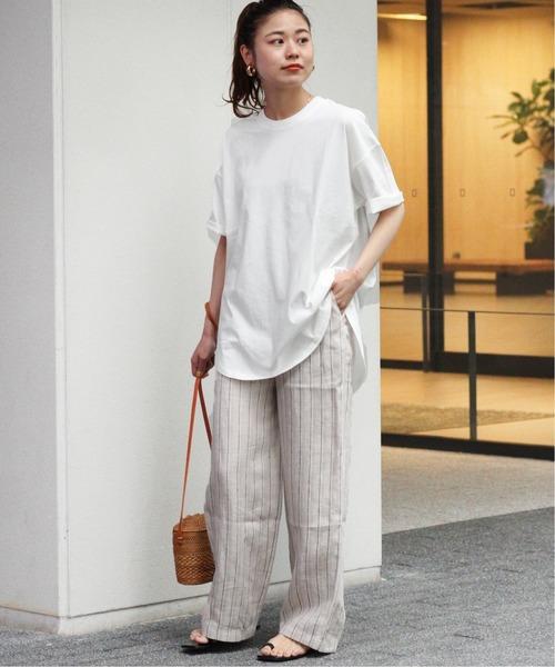 オーバーサイズ白Tシャツのリラックスコーデ