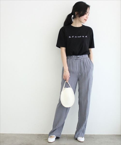 プリントロゴTシャツ×ブルー系パンツ