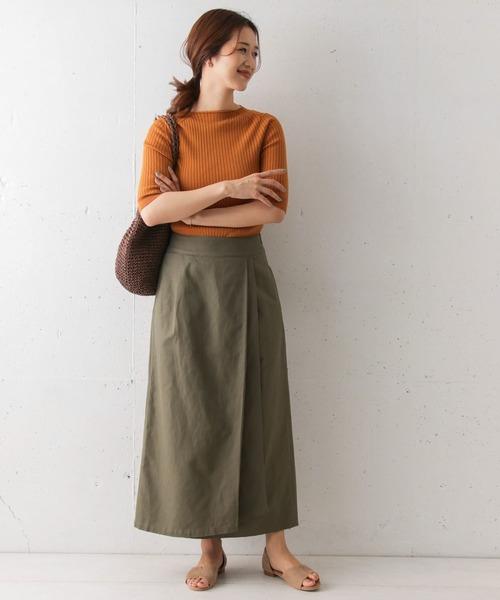 オレンジニット×ロングカーキスカート