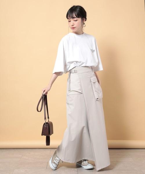 白Tシャツの大人女性コーデ12
