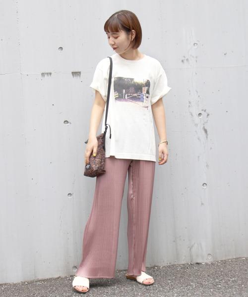 白Tシャツの大人女性コーデ5