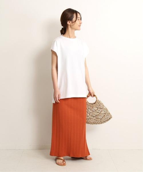 白Tシャツの大人女性コーデ8