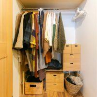 服の収納どうしてる?クローゼットあり・なし別、おしゃれ収納事例